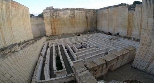 cantera, bloques, piedra, mares, laberinto, jardín botánico, esculpir, canalmenorca.com