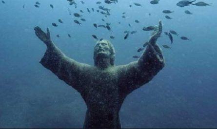 cristo abismo, estatua, bronce, profundidad, camogli, portofino, liguria, nazareth, jesús, portofino, italia, canalmenorca.com