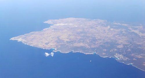 Menorca, isla, archipiélago, España, Baleares, Patrimonio Mundial, Unesco, Prehistoria, monumento, blanco y azul, altura, avión, drone, dron, canalmenorca.com