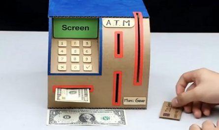 manualidades, hecho de cartón, papel, cartulina, cajero banco, billetes, monedas, dinero, palillos madera, imanes, canalmenorca.com