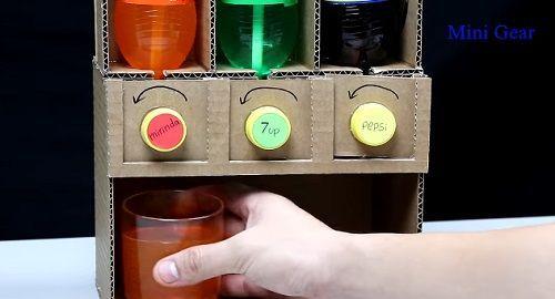 Dispensador de Refrescos hecho de cartón