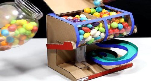 Expendedora de Chicles hecha de cartón