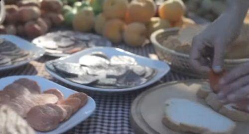 Cocina, receta, ingredientes, chef, menú, cazuela, fogones, dulce sabrosa, pasteleros, cultura musulmana, cultura británica, cultura francesa, dulces, queso y embutidos, sobrassada, carn-i-xua, cuixot, porquejdes, canalmenorca.com