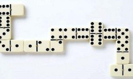 Juegos online, diversión, entretenimiento, pasatiempo, recreo, distracción, descanso, esparcimiento, puzzle, videojuego, cónsola, pac-man, pac-dot, lógica, deducción, estrategia, tablero, dominó, juego de mesa, piezas, baldosas, canalmenorca.com