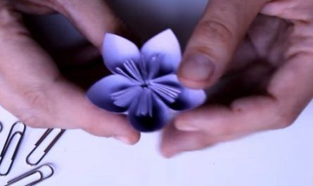 cartón, papel, hoja, doblar, origami, papiroflexia, manualidad, mano, papelisimo, decoración, DIY, flor, pegar, canalmenorca.com