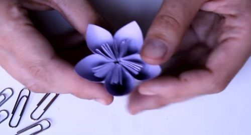 Cómo hacer una flor de papel – Origami