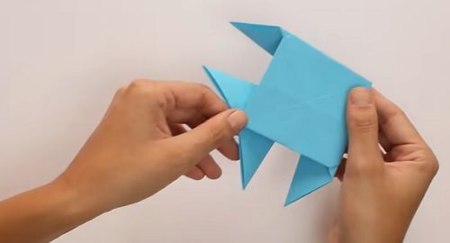 cartón, papel, hoja, doblar, origami, papiroflexia, manualidad, mano, papelisimo, decoración, DIY, PEZ, PECES, canalmenorca.com