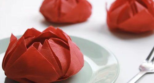 Doblar servilletas de papel en forma de Flor