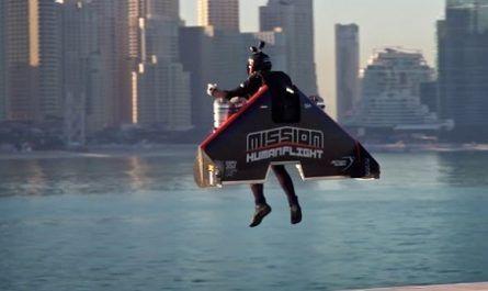 vídeos asombrosos, vídeos increíbles, pasmoso, sorprendente, admirable, fascinante, mágico, milagroso, portentoso, prodigioso, sobrehumano, increíble, fenomenal, sensacional, estupendo, extraordinario, desconcertante, hombre pájaro, bird, Dubai, récord, Vince Reffet, jetman, francés, exposición, universal, canalmenorca.com