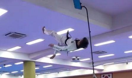 vídeos asombrosos, vídeos increíbles, pasmoso, sorprendente, admirable, fascinante, mágico, milagroso, portentoso, prodigioso, sobrehumano, increíble, fenomenal, sensacional, estupendo, extraordinario, desconcertante, chilena, judo, acrobático, yudo, Wonjin Kim, coreano, campeonato mundial viral, medallas, canalmenorca.com