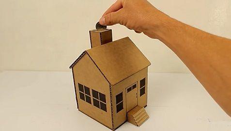 Casa-Hucha de Cartón para Monedas
