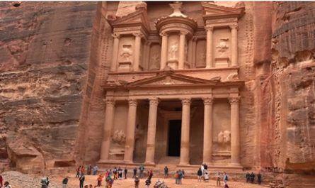 Vídeos increíbles, lugares maravillosos, naturaleza, viajar, explorar, aventura, Petra, Jordania, Nabateo, raqmu, excavada, esculpida, Aravá, Aqaba, Mar, Muerto, Deir, Khazneh, Hemispeos, Khazneh, valle, profundo, canalmenorca.com