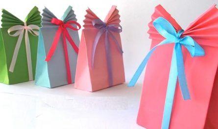 Manualidades, cartón, papel, hoja, doblar, origami, papiroflexia mano, juguete, Bolsas Regalo, Innova, canalmenorca.com