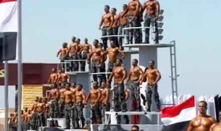 vídeos, asombrosos, increíbles, pasmoso, sorprendente, admirable, fascinante, mágico, milagroso, portentoso, prodigioso, sobrehumano, increíble, fenomenal, sensacional, estupendo, extraordinario, desconcertante, canalmenorca.com, Desfile Graduación, Policía Egipcia, Egipto, Desfile Gay, Orgullo Gay, Excéntrica celebración, canalmenorca.com