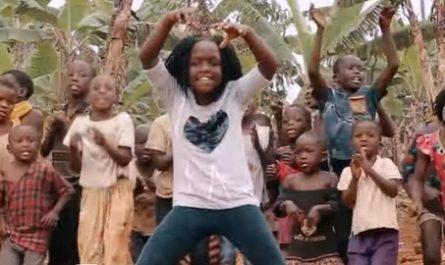 vídeos, asombrosos, increíbles, pasmoso, sorprendente, admirable, fascinante, mágico, milagroso, portentoso, prodigioso, sobrehumano, increíble, fenomenal, sensacional, estupendo, extraordinario, desconcertante, canalmenorca.com, Masaka Kids Africana, Uganda, África, Refugio Niños, Huérfanos, Baile, Danza, hogar infantil, Terapia, Let's Praise