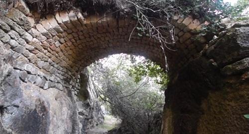 ENIGMÁTICO PUENTE ARCO DE Binissaid, Menorca
