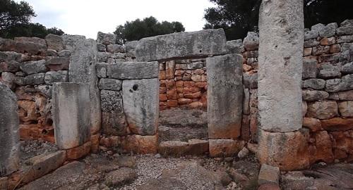 Paseo por el poblado talayótico de Torre d'en Galmés