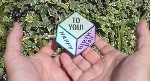ALUCINACIÓN, AMBIGUO, DELIRIO, DISTORSIÓN, REALIDAD, ESPEJISMO, FANTASÍA, IDEA, FALSA ILUSIÓN, ÓPTICA IMPOSIBLE, INCREÍBLE, cuadratura círculo, CUBO FLOTANTE MÁGICO, Peter Dahmen, Magic Floating Cube, Optical Illusion, Papierdesign, canamenorca.com
