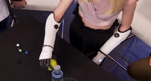 La increíble historia de Tilly Lockey y sus brazos biónicos