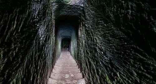 Descomunal BAJADA excavada en Roca de Menorca de 30 metros de profundidad