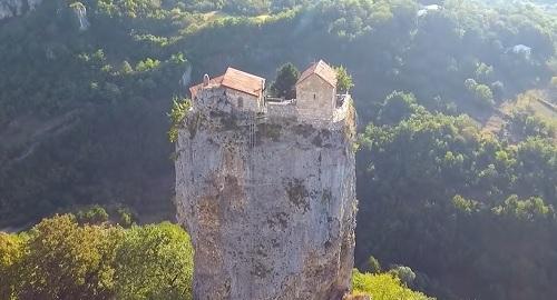 El monolito PILAR KATSKHI en Georgia