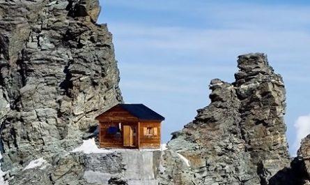 vídeos, asombrosos, increíbles, pasmoso, sorprendente, admirable, fascinante, mágico, milagroso, portentoso, prodigioso, sobrehumano, increíble, fenomenal, sensacional, estupendo, extraordinario, desconcertante, naturaleza, viajar, explorar, aventura, Dónde está, Cómo llegar, Ubicación de, Localización de, refugio. CABAÑA SOLVAY, Suiza, Hörnli Ridge, Cervino, Zermatt, Valais, Hut Solvay, Ernest Solvay