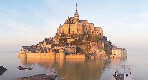 La isla Monte Saint-Michel, en Normandía, Francia