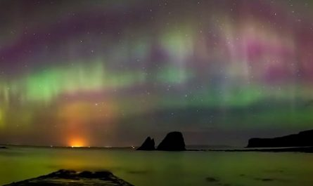 vídeos, asombrosos, increíbles, pasmoso, sorprendente, admirable, fascinante, mágico, milagroso, portentoso, prodigioso, sobrehumano, increíble, fenomenal, sensacional, estupendo, extraordinario, desconcertante, naturaleza, viajar, explorar, aventura, Dónde está, Cómo llegar, Ubicación de, Localización de, AURORAS BOREALES, Islandia, Zonas Polares, aurora polaris, Auster, Boreas, reikiavik